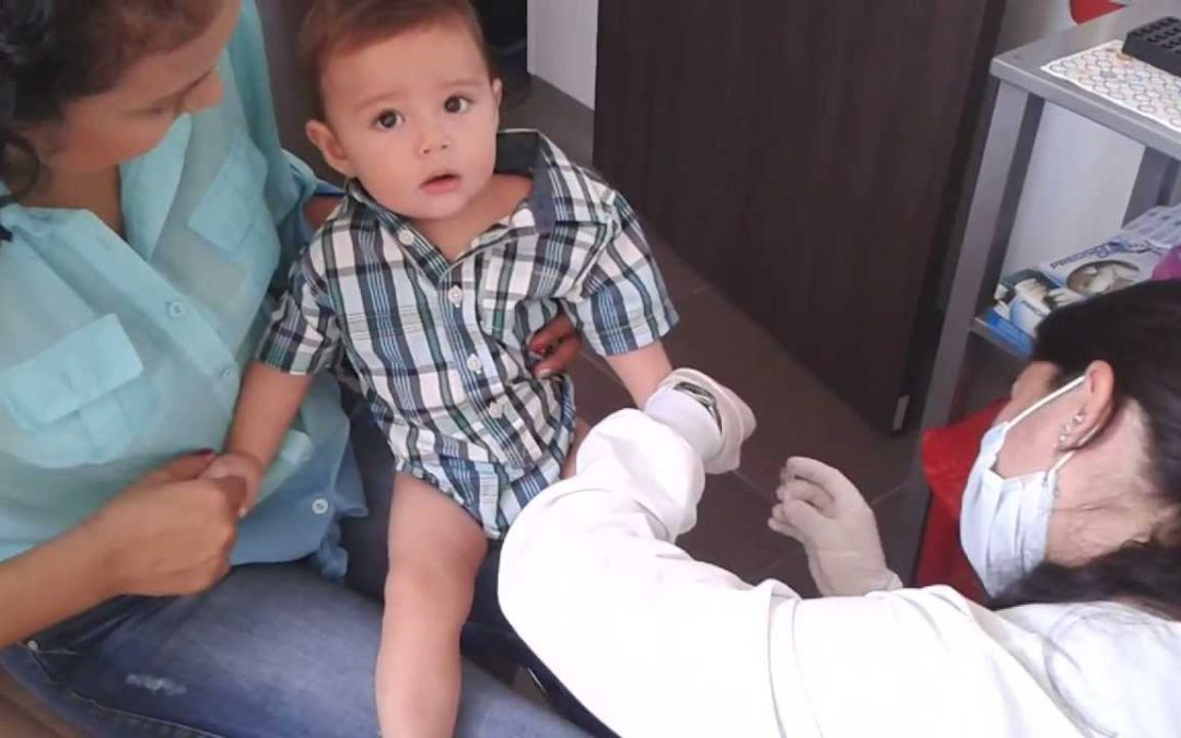 ¿Cómo le sacan sangre a un bebé?